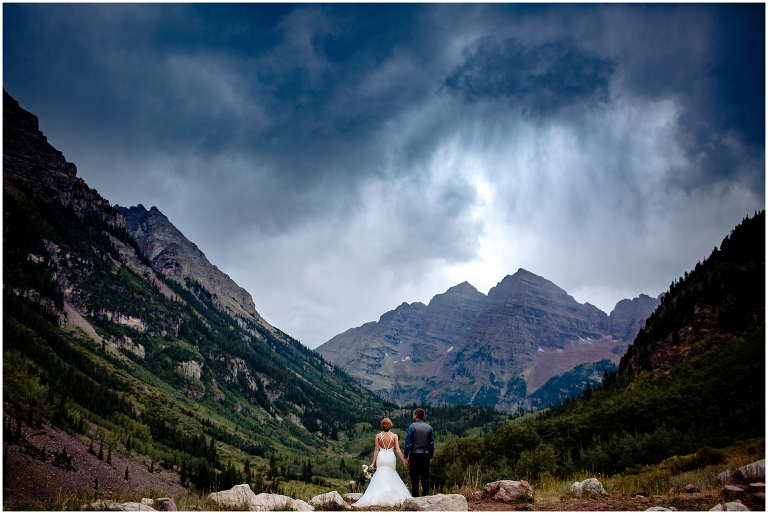 rainy-day-at-maroon-bells-for-a-summer-wedding